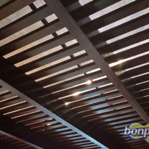 Cobertura de estrutura em madeira com policarbonato alveolar