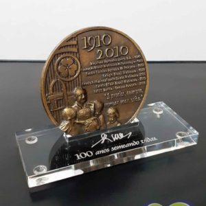 Base para medalha em acrílico cristal com gravação à laser