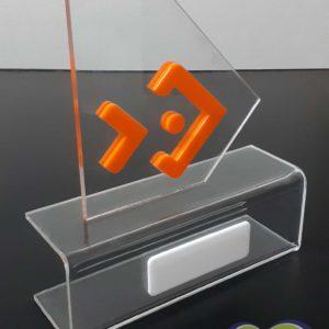 Troféu em acrílico cristal com detalhes em acrílico colorido