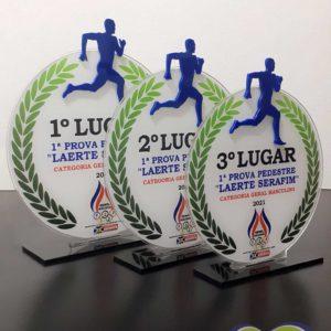 Jogo de troféus em acrílico com adesivos impressos